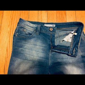 """""""Wanna Berta Butt"""" Cropped Blue Jeans - Eclipse"""